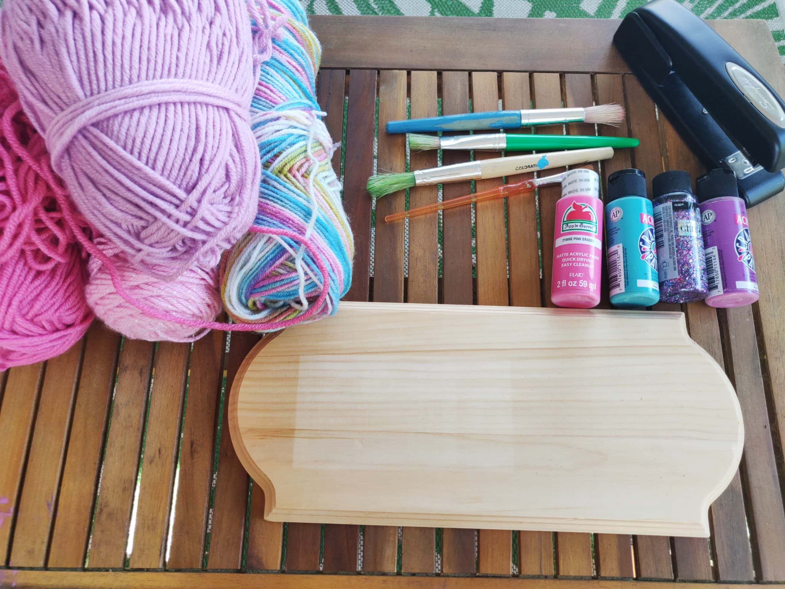 Supplies to make a diy bow holder with yarn